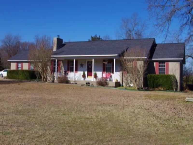 Serenity At The Edge Of Town : Mountain View : Stone County : Arkansas