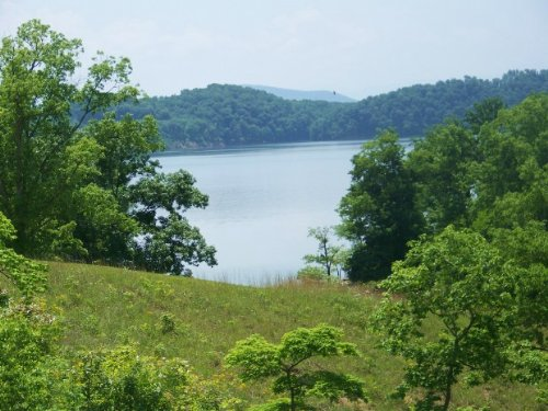 Douglas Lake Lot In Gated Community : Dandridge : Jefferson County : Tennessee