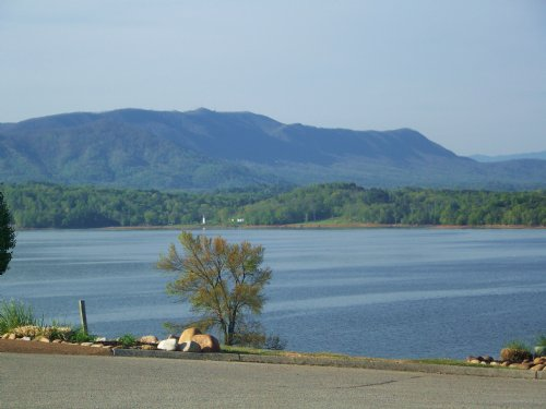 Douglas Lake Front Lot : Baneberry : Jefferson County : Tennessee