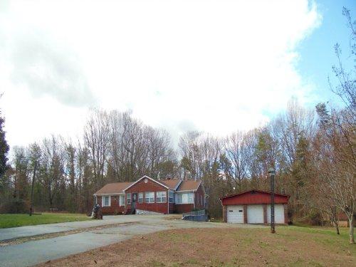 Brick House And Big Lot : Pamplin : Prince Edward County : Virginia