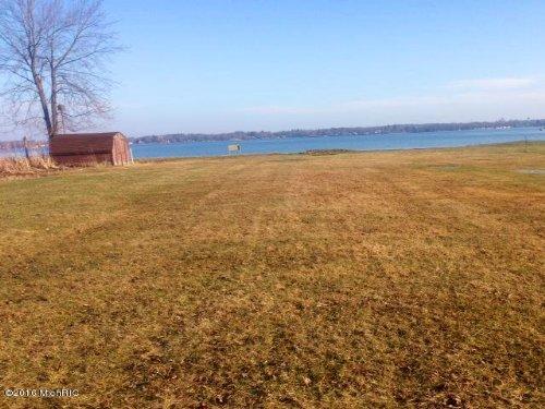 Frontage On Lake Fremont : Fremont : Newaygo County : Michigan