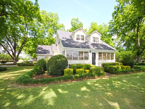 Historic Home On 7.02 Acres : Perry : Houston County : Georgia