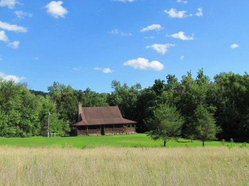 Beautiful Log Home With Acreage : New London : Ralls County : Missouri