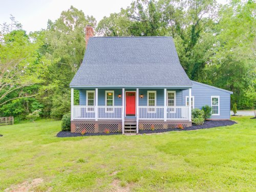Cape Home On 3+ Acres : Powhatan County : Virginia