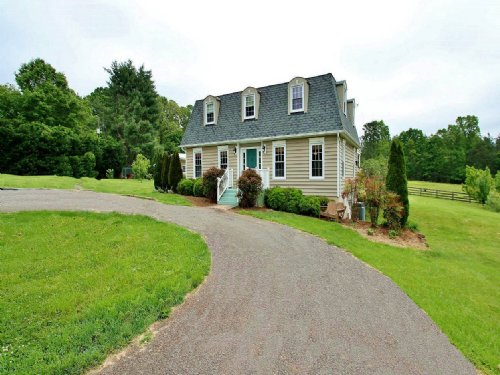 Country Home / Tree Lined Driveway : Evington : Bedford County : Virginia
