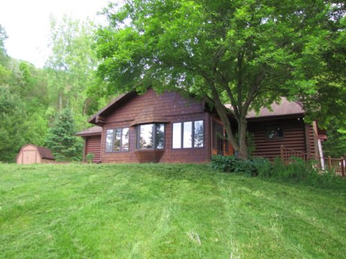 Log Home Getaway 40.4 Acres : Soldiers Grove : Crawford County : Wisconsin