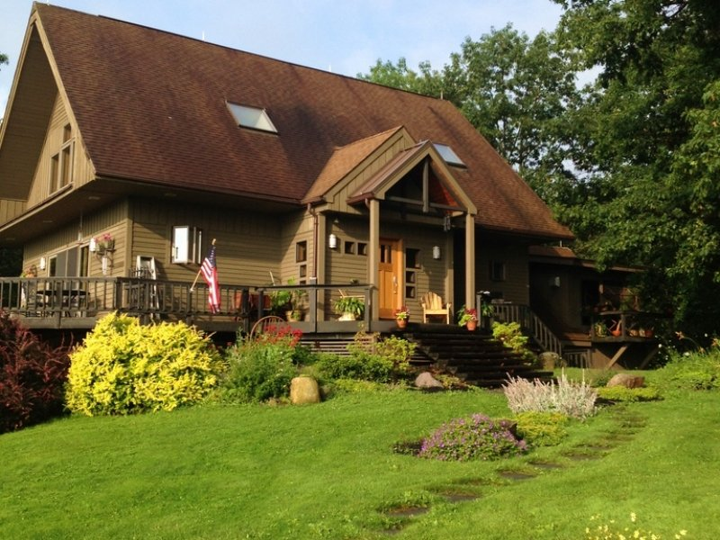 Horse Farm With Barn & Guest House : Land for Sale ...
