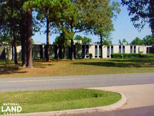 Commercial Warehouse & 11.54 Acres : Pine Bluff : Jefferson County : Arkansas