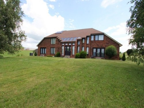 Large Contemporary Property : Rural Retreat : Wythe County : Virginia