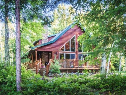 Beautiful Squaw Lake Chalet : Minocqua : Oneida County : Wisconsin