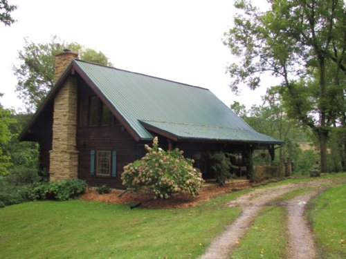 Enchanting Log Home : Boscobel : Grant County : Wisconsin