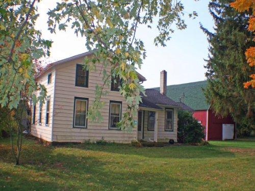 Farmhouse Barns Near Rushford Lake : Rushford : Allegany County : New York