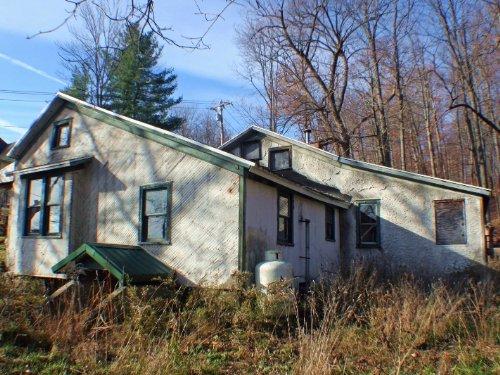 Farmhouse 38 Acres Near Conesus : Springwater : Livingston County : New York