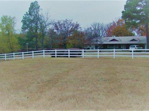 Home With 17+ Acres / 30539 : Paris : Lamar County : Texas