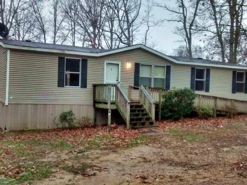 Private Setting : Green Bay : Prince Edward County : Virginia