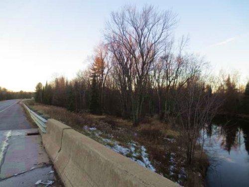 83.94 Acres Of River Frontage : Pelican : Oneida County : Wisconsin