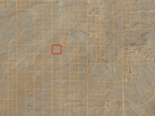 10.5 Acres Of Agricultural Land : Lancaster : Los Angeles County : California