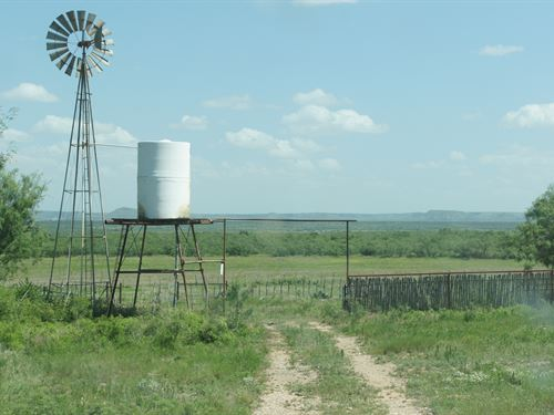 Pecan Springs Barn, Pens And Water : Robert Lee : Coke County : Texas