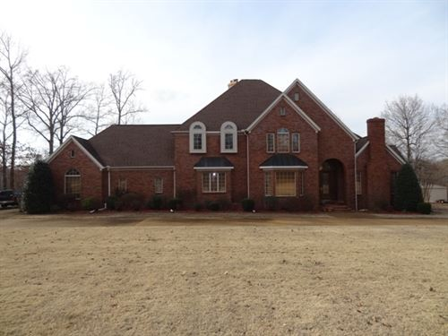 Beautiful, Large Home W/ Pond : Forrest City : Saint Francis County : Arkansas