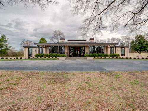 Custom Contemporary Home On 133.96 : Columbia : Maury County : Tennessee