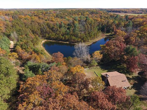 Charming Cabin Overlooking Pond : Westfield : Marquette County : Wisconsin