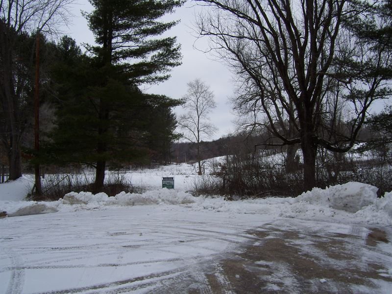Large Buildable Lot By Lake Redston : La Valle : Sauk County : Wisconsin
