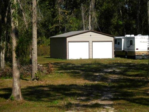 Corner Lot In Suwannee County : Live Oak : Suwannee County : Florida