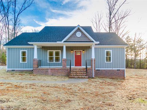 New Home On 5.77 Acres : Goochland County : Virginia