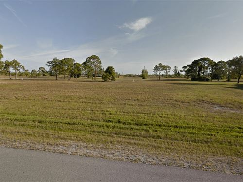 Vacant Residential Lot In Cape Cora : Cape Coral : Lee County : Florida
