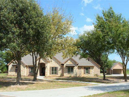 4/3.5 Home On 1.721 Acres : Sulphur Springs : Hopkins County : Texas