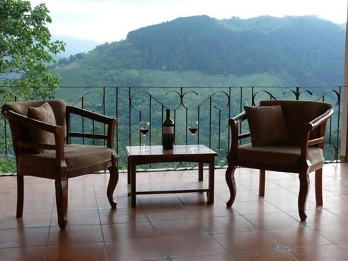 3 B, 3.5 B Home On 1/2 Ac -Views : Paraiso De Cartago : Costa Rica