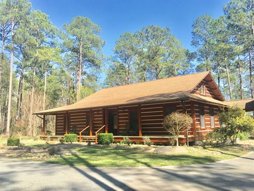 Custom Cabin With 44 Acres & Lake : Thomasville : Thomas County : Georgia