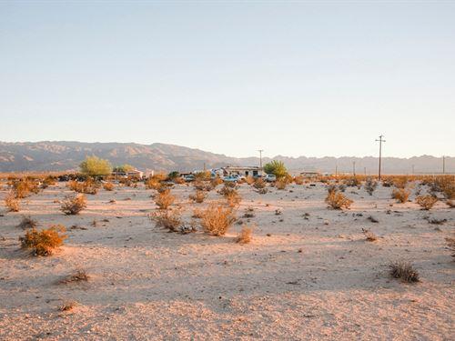 Escape The Craziness And Get Away : Twentynine Palms : San Bernardino County : California