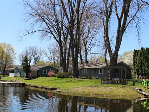 Lake Of The Woods Waterfront Home : Decatur : Van Buren County : Michigan