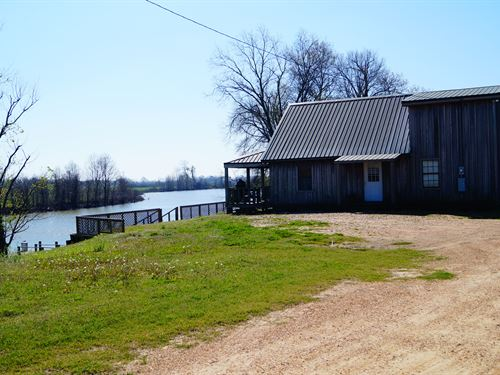 Hardcash Lake Cabin : Silver City : Humphreys County : Mississippi