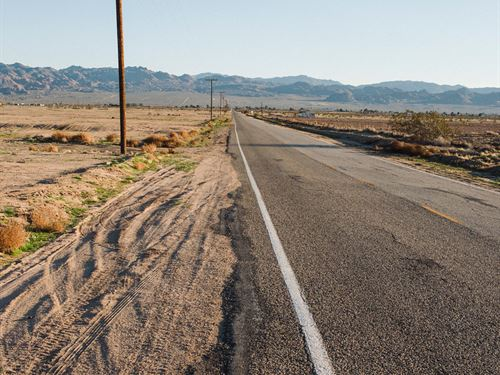 Amazing Open Space In La County : Palmdale : Los Angeles County : California
