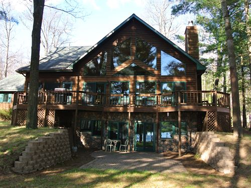 Peninsula Chalet On Yawkey Lake : Hazelhurst : Oneida County : Wisconsin