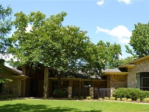 Beautiful Home With Land : Mt. Pleasant : Titus County : Texas