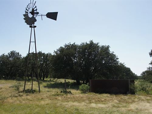 28 Acres, Well, Electric, Tank : Menard : Texas