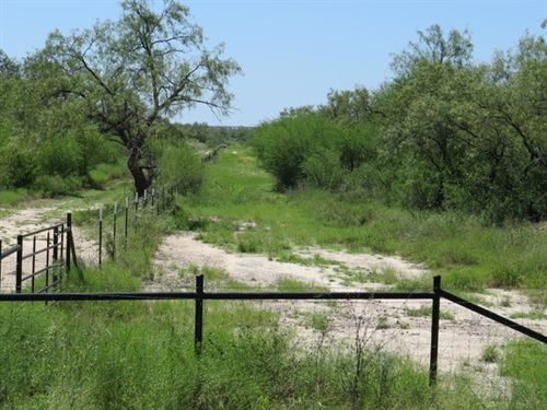 35 Acres W/ New Home, Barn : Bracketville : Kinney County : Texas