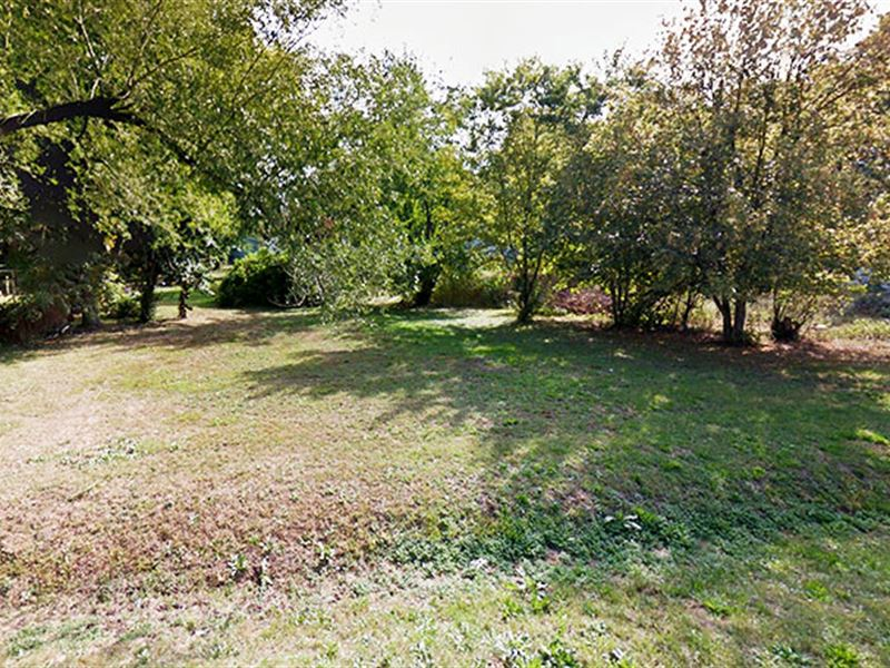 Quiet Midwest Residential Lot : Staunton : Madison County : Illinois