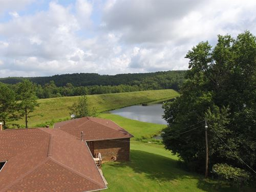 Home Overlooking 32 Acre Lake : Lutts : Wayne County : Tennessee