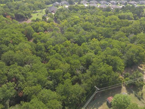 1-Acre Lot Priced To Sell Fast : Waco : McLennan County : Texas
