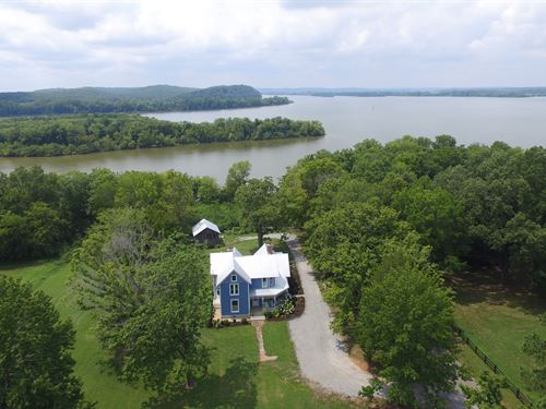 Victorian On Kentucky Lake : Waverly : Humphreys County : Tennessee