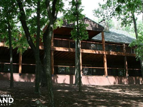 Olathe Lake Log Home W/ Acreage. : Olathe : Johnson County : Kansas