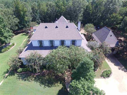 Gorgeous Custom Home On 126 Acres : Camden : Madison County : Mississippi