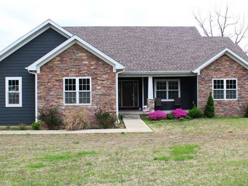 Residential Home For Sale on 3.56 : Poplar Bluff : Butler County : Missouri