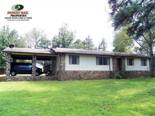 Very Nice 3Bd/2Ba Home Sitting on : Clinton : Van Buren County : Arkansas