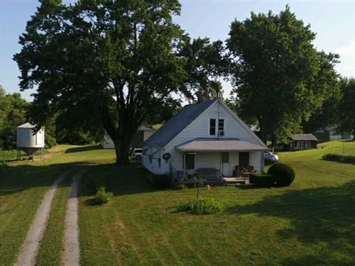 Secluded Farmhouse With Acrea : St Joseph : Andrew County : Missouri