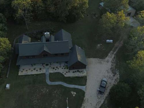 Beautiful Custom Home With Acreage : Marshfield : Webster County : Missouri